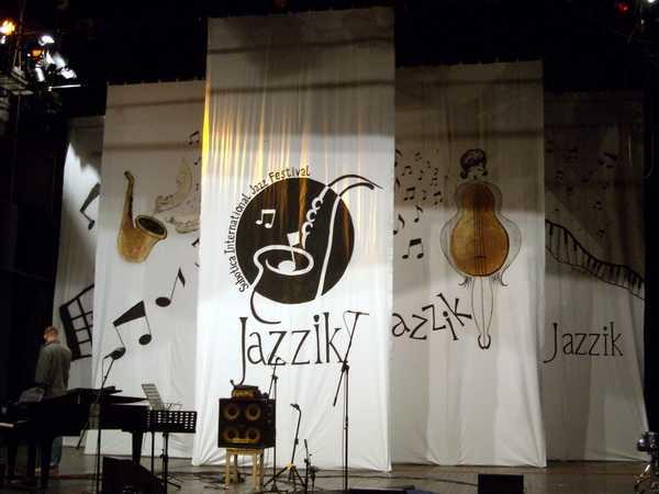 Jazzik 1