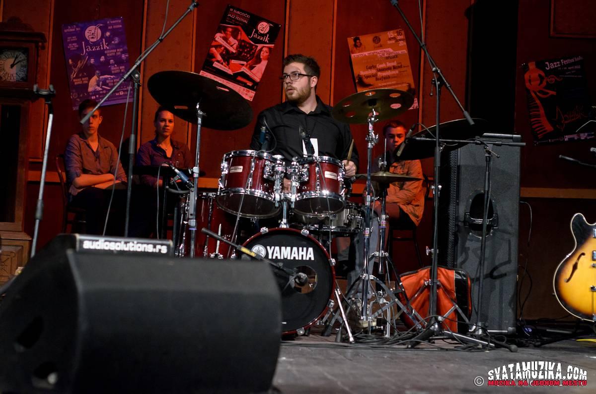 Jazzik 2014 2-17